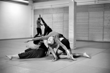 contact-improvisation-3684685_640(1)Imagen de Michael Pajewski en Pixabay